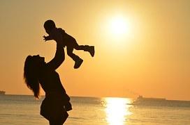 Como investir no futuro de seus filhos